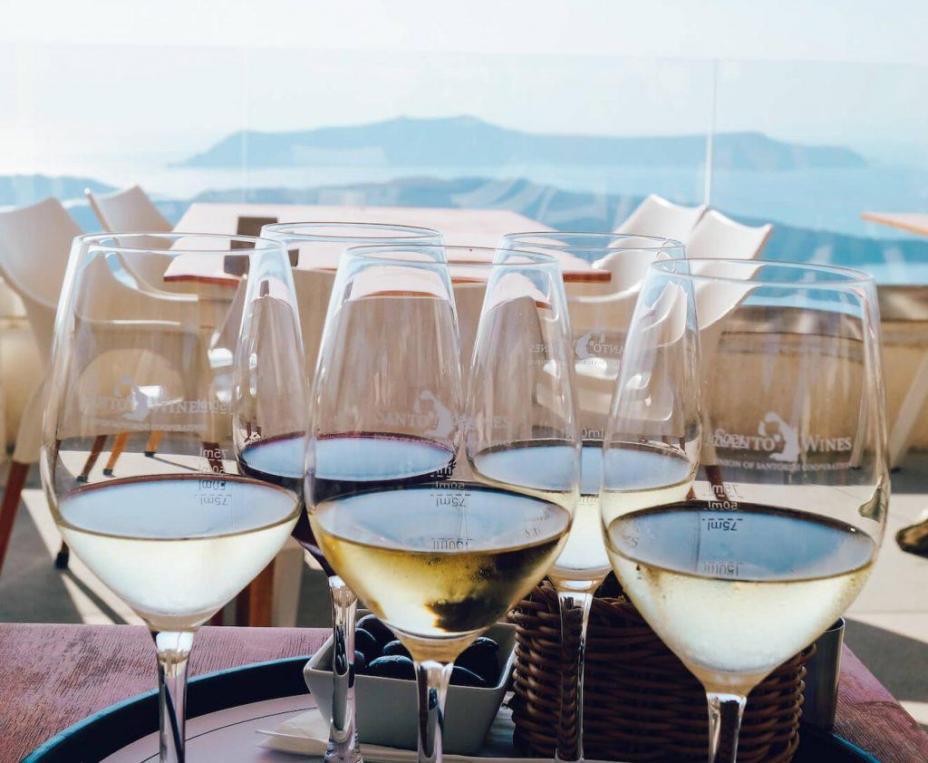 wijnproeverij santorini