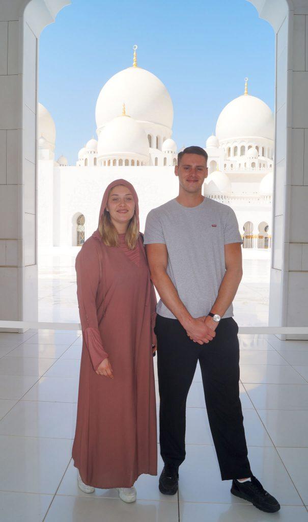 kledingvoorschriften moskee Abu Dhabi