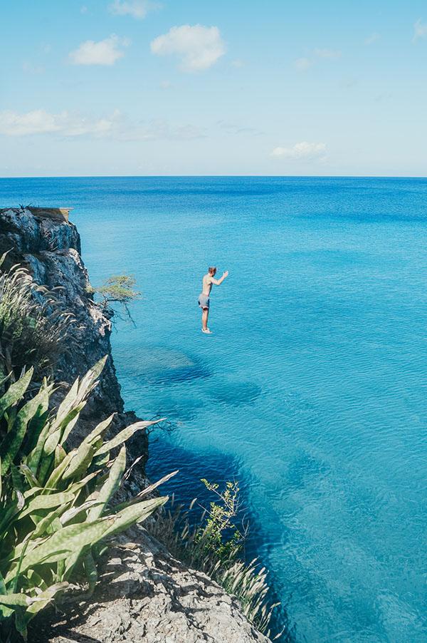 Cliff jumping Playa Forti